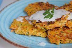Tortitas o buñuelos de calabacín y boniato con salsa de kéfir - Antojo en tu cocina 3, Chicken, Food, Sauces, Easy Recipes, Appetizers, Vegetables, Cooking, Meal