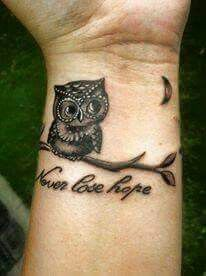 Why owl tattoos might be the tattoo for you. The greatest owl tattoo designs and artists in the world. Enjoy these amazing tattoos. Mens Owl Tattoo, Cute Owl Tattoo, Owl Tattoo Small, Small Tattoos, Cool Tattoos, Tattoo Owl, Baby Owl Tattoos, Awesome Tattoos, Tattoo Designs