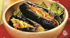 Баклажаны, фаршированные овощами – холодная закуска и отличное блюдо для постного меню. Учитывайте, что блюдо готовится с добавлением растительного масла.