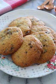 Des cookies moelleux comme ceux de mon enfance ! Ils sont croustillants à l'extérieur et moelleux à l'intérieur. Vous pouvez ajouter des...
