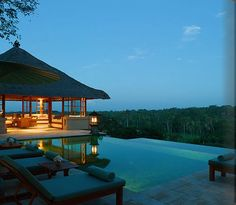 Amandari Ubud Villas and suites come in 1, 2 and 3 bedroom options designed to give absolute privacy for every guest.