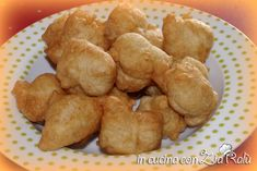 Pettole, popizze come voi le chiamiate queste frittelle tipiche pugliesi sono semplicissime da preparare ma veramente buonissime da mangiare. Sono come le ciliegie, una tira l'altra ed è difficile dire di no alle popizze. Che si condiscano con una spolverata di sale o si passino nello zucchero sono