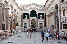 Vista del peristilo del Palacio de Diocleciano. (Imperio Romano). Epica: Siglo IV