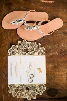 Convite para casamento na praia ♥ Palm Beach Sandals, Creative, Wedding, Beach Wedding Sandals, Marriage Invitation Card, Celtic Wedding, Bhs Wedding Shoes, Weddings, Tips