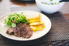 This scrumptious Roast Beef with Seared Pineapple and Salad unlocks the hidden potential of leftovers! Healthy superfoods add subtle sweetness to the dish. Roast Beef Salad, Beef Steak, Beef Recipes, Salad Recipes, Healthy Recipes, Weight Watchers Meal Plans, Clean Dinners, Easy Dinners, Clean Eating