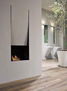 Antonio Lupi | cheminée intégrée. Le mur semble se plier pour laisser parfaitement sa place au foyer de cette cheminée.