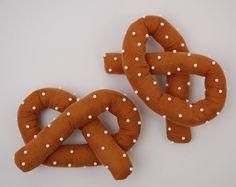 pretzel pin cushions - finally!