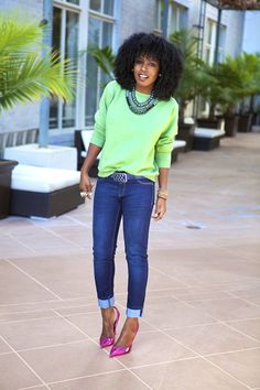 Style Pantry sweatshirt, skinny jeans and heels outfit.it's the heels that drew my attention here. I ADORE that little pop of color they add. Fashion Mode, I Love Fashion, Autumn Fashion, Fashion Looks, Fashion Outfits, Womens Fashion, Heels Outfits, Casual Outfits, Cute Outfits