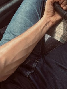 Aesthetic Body, Daddy Aesthetic, Body Photography, Photography Poses For Men, Veiny Arms, Arm Veins, Rauch Fotografie, Beauté Blonde, Male Body