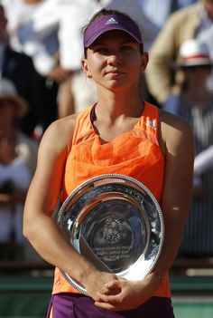 6/7/14 A classy Simona Halep said that it was Maria Sharapova's style to play slowly & refused to entertain the question at her presser about #gamesmanship eventhough she falls short in her 1st SLAM FINAL 4-6, 7-5, 4-6. SIMONA: ´I am proud of myself. Now I´ll buy something special´