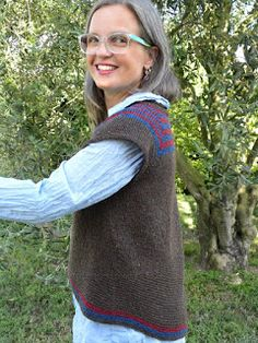 It's a top-down sleeveless sweater knitted with circular needles and shaped with short rows at the end. Brooklyn Tweed, Circular Needles, The Row, Ravelry, Knitting Patterns, Turtle Neck, Pullover, Crochet, Sweaters