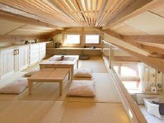 ロフト感覚のリビング。畳、座布団など和の雰囲気が漂う落ち着いた部屋になりました。 和風の屋根裏部屋も涼しげでおススメ!