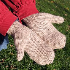A new way to do a thumb gusset. Ravelry: Give a Hoot by Jocelyn Tunney (free from Kelbourne Woolens) [knit mittens tutorial]