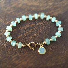 Aqua Bracelet - Chalcedony Gemstone Jewelry - Gold Jewellery - Luxe - Couture - Beaded - Charm - New Ideas Wire Jewelry, Jewelry Crafts, Beaded Jewelry, Gold Jewelry, Jewelry Accessories, Charm Jewelry, Jewelry Findings, Tiffany Jewelry, Statement Jewelry