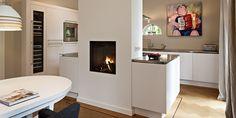Scheidingswand keuken/eetkamer met haard... Interior Styling, New Homes, Architecture, Furniture, Home Decor, Kitchens, House Ideas, Houses, Interior Decorating