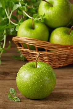 Country Living ~ Fresh Green Apples