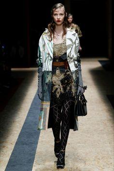 Sfilata Prada Milano - Collezioni Autunno Inverno 2016-17 - Vogue