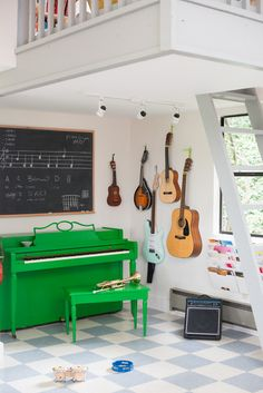 Design Mom Music Nook 1file folders on the wall to store music books