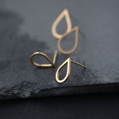 Small droplette Vermeil or Silver studs earrings por Minicyn