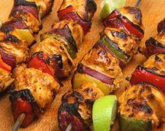 Brochette de poulet au curry et poivrons à la plancha : http://www.fourchette-et-bikini.fr/recettes/recettes-minceur/brochette-de-poulet-au-curry-et-poivrons-a-la-plancha.html