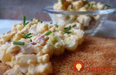 """""""Slonie žrádlo"""" 300 g šunky nakrájanej nadrobno 200 g tvrdého syra 4 vajcia uvarené natvrdo a nastrúhané, prípadne nakrájané nadrobno 1 nakrájanú cibuľu (môže byť pokojne aj väčší kus) 2 ks nakladaných uhoriek nakrájaných nadrobno 3 lyžice rastlinného oleja 3 lyžice horčice 1 lyžicu worcesterskej omáčky 1 lyžicu sójovej omáčky Majonézu, smotanu alebo jogurt podľa chuti Soľ a čierne mleté korenie"""