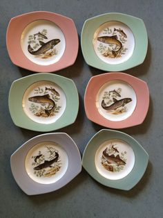 6 dinner plates by Figgjo Flint, Fish Tableware. Pastel shades, light green, pink and light blue with images of fish and a golden edge. Norwegian Design In good condition. Stavanger, Dinner Plates, Kitchenware, Norway, Nautical, Decorative Plates, Fishing, Pottery, China
