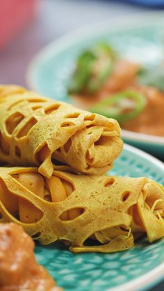 Malaysian Roti Jala or net pancakes are the Malaysian treat, perfect served with curry. Fun Baking Recipes, Coconut Recipes, Snack Recipes, Cooking Recipes, Breakfast Recipes, Snacks, Easy Indian Dessert Recipes, Indian Desserts, Indian Food Recipes