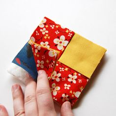 The Craftinomicon: Tutorial: Fabric Coasters Scrap Fabric Projects, Small Sewing Projects, Sewing Projects For Beginners, Fabric Scraps, Sewing Crafts, Sewing Ideas, Quilting Projects, Quilted Coasters, Fabric Coasters