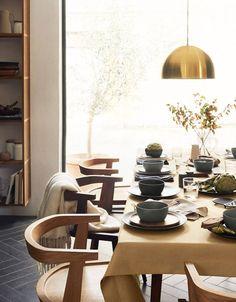 В H&M Home убеждены, что красивые тарелки, ложки и другие кухонные принадлежности также важны, как и вкусно приготовленная еда. Иногда обычный завтрак может стать самым запоминающимся принятием пищи за день, если его подать красиво и со вкусом. Именно поэтому компания создала замечательную новую коллекцию аксессуаров для кухни, которые призваны украсить ваше приготовление и застолье. Очень …