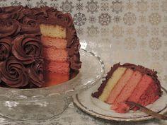 Ombre cake. Tarta de chocolate y frambuesa. Tarta y porción Cupcakes, Chocolate, Desserts, Food, Carmel Cake, Raspberry, Pies, Tailgate Desserts, Cupcake