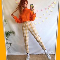 Can one ever have enough checkered trousers ? Aesthetic Fashion, Aesthetic Clothes, Look Fashion, 90s Fashion, Retro Fashion, Fashion Outfits, Mode Outfits, Retro Outfits, Vintage Outfits