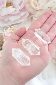 £8 • Clear quartz is an essential crystal known as the feel better stone, it's believed to bring balance, positivity and to re-energize the body. This crystal has the ability to lighten, brighten and transform negative emotions. Clear Quartz has the magic to amplify the effects of other crystals and can rid them of dull energy. Dainty Jewelry, Clear Quartz, Feel Better, Crystals, Positivity, Negative Emotions, Holistic Healing, Free Uk, Stone