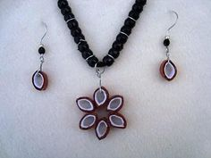 learn how to diy paper beads from pc paper, and development paper (the sort utilized by youngsters to make crafts)! Comply with this video to learn the way! PAPER CRAFTS, PAPER BEADS, JEWELRY MAKING, Paper Jewelry, Paper Beads, Paper Earrings, Diy Jewelry Videos, Diy Videos, Baby Knitting Patterns, Crochet Patterns, Construction Paper, Crafts For Girls