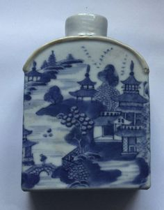 ANTIQUE QUIANLONG CHINESE BLUE AND WHITE PORCELAIN TEA CADDY