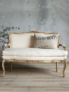 8 Amazing Deep Seated Couches - Best Choice To Decorate Living Room Classic Home Furniture, Home Decor Furniture, Shabby Chic Furniture, Vintage Furniture, Furniture Design, Living Room Chairs, Living Room Decor, Deep Couch, Vintage Settee