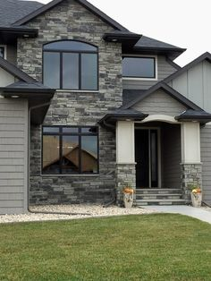 This stunning residential home showcases the Quarry Mill's Charcoal Canyon natural thin stone veneer. Stone Veneer Exterior, Stone Exterior Houses, Black House Exterior, Craftsman Exterior, Exterior Paint Colors For House, Grey Exterior, Exterior Design, Exterior Colors, Grey Stone House