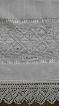 Discover thousands of images about Rr This Pin was discovered by sar Types Of Embroidery, Learn Embroidery, Embroidery For Beginners, Embroidery Patterns, Crochet Borders, Cross Stitch Borders, Crochet Stitches, Hardanger Embroidery, Cross Stitch Embroidery