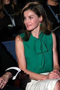 Hugo Boss, Princess Of Spain, Summer Courses, Middle Aged Women, Estilo Real, Queen Letizia, Summer School, Shades Of Green, Blouse Designs