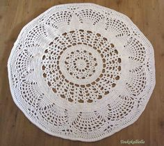 crochet doilies rugs mats and Crochet Doily Rug, Crochet Carpet, Crochet Home, Knit Crochet, Crochet Patterns, Tapete Doily, Table Covers, Decoration, Knitting