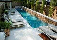 kleine tuin met zwembad....goh..dat zou dus ook in mijn tuin kunnen...mmmmm