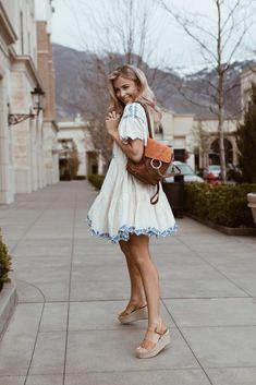 loren gray workout routine Keep It Contemporary Cara Loren Pretty Little Dress, Little Dresses, Hipster Fashion, Girl Fashion, Cara Loren, Summer Outfits, Cute Outfits, Loren Gray, Vogue Us