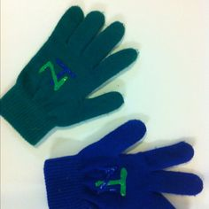 One size fits all stretchy gloves. Have team decorate with puff paint letters.
