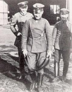 Manfred Freiherr von Richthofen May 1892 – 21 April Ww1 History, Military History, Luftwaffe, World War One, First World, Ww1 Pictures, Manfred Von Richthofen, Old Planes, Flying Ace
