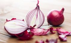 Onion for hair - it has antiseptic and antibacterial properties. It also helps fight hair lice, dandruff and can be used as natural hair nourisher and conditioner. Onion Benefits Health, Hair Lice, Hair Fall Remedy, Onion For Hair, Onion Juice, Bright Skin, Ceviche, Grow Hair, Fall Hair