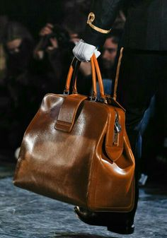 My favorite of the lot - perfectly simple leather travel bag - Louis Vuitton Fall Winter Vuitton Bag, Louis Vuitton Handbags, Purses And Handbags, Coach Handbags, Cheap Handbags, Old School Style, Oldschool, Mein Style, Men's Grooming