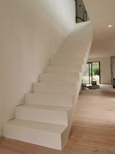 Stone House Plans, Stair Railing Design, Stairway To Heaven, Stairways, Bordeaux, New Homes, Flooring, Home Decor, Arquitetura