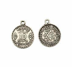 Ciondolo a forma di medaglia moneta da 10 franchi marocchini, con anello, 19x24 mm.   Fantasie di Perle
