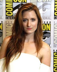 Robot's Grace Gummer interview on season playing an FBI Agent, her love of the show, her research, and whether her character will ever interact with Rami Malek's. Reddish Hair Color, Current Tv, Mr Robot, Auburn Hair, Red Heads, Batwoman, Movie Photo, Celebs, Celebrities