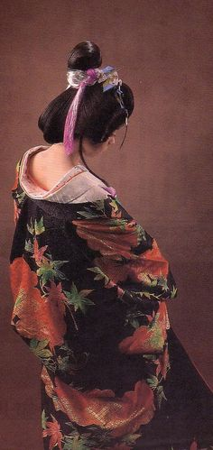 JAPANESE WOMAN IN TRUE JAPANESE STYLE....:)