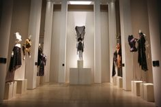 The 'Isabella Blow: Fashion Galore!' exhibition opens by exploring the talent that she fostered, including Julien Macdonald, Hussein Chalayan, Philip Treacy and Alexander McQueen. Young Fashion, Daily Fashion, Fashion News, Fashion Art, Fashion Journalism, Isabella Blow, Alexander Mcqueen, Daphne Guinness, Hussein Chalayan